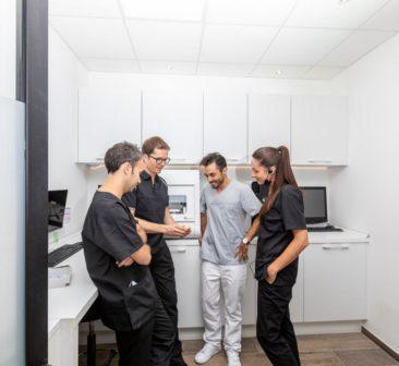 Les dentistes et le prothésiste